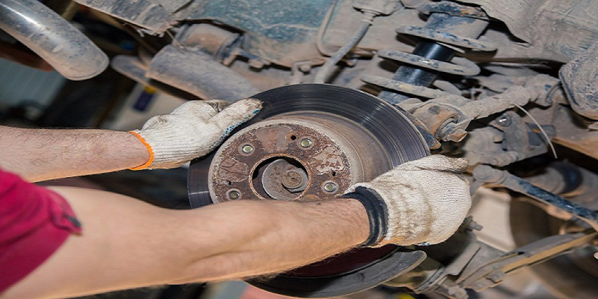 Never Ignore These 8 Warning Signs Of Brake Problems